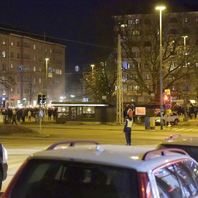 612-soihtukulkue kokoontui Töölön torille.