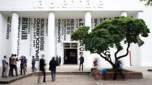 Venetsian biennalin päänäyttely Giardinissa.