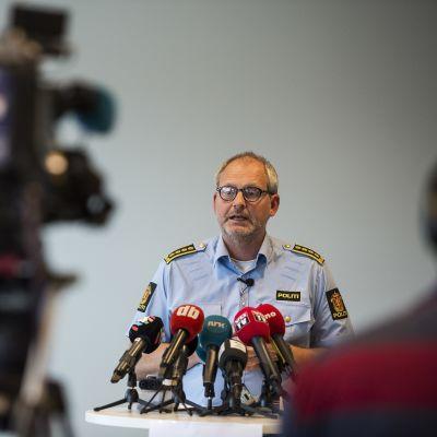 Polisen i Norge håller presskonferens om det senaste i kidnappningsfallet på miljardärhustrun Anne-Elisabeth Hagen.