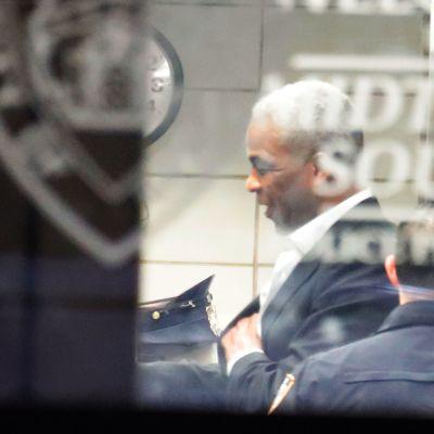 New Yorkin poliisi NYPD pidätti Charles Oakleyn epäiltynä kolmesta pahoinpitelystä.