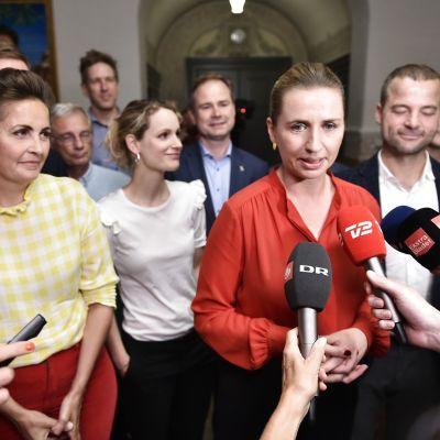 Sosialistisen kansanpuolueen Pia Olsen Dyhr (1. vasemmalla), Yhtenäisyyslistan Pernille Skipper, sosiaalidemokraattien Mette Frederiksen ja Radikaali Venstren Morten Østergaard.