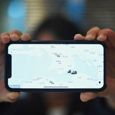 kännykän näyttö jossa kartta