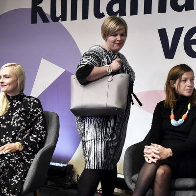 Vihreiden puheenjohtaja Maria Ohisalo, keskustan puheenjohtaja Annika Saarikko ja vasemmistoliiton puheenjohtaja Li Andersson puoluejohtajien kuntavaalipaneelissa 9. syyskuuta.
