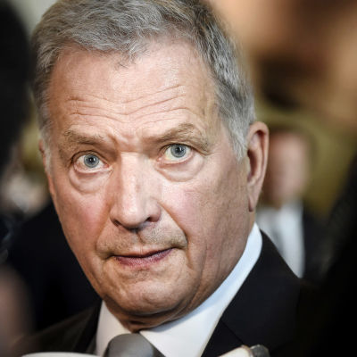 President Sauli Niinistö tittar mot kameran.