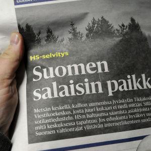 Någon håller i Helsingin Sanomat med artikeln om Finlands underrättelsetjänst upplagen.