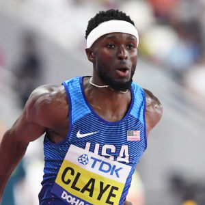 Will Claye mitt i en ansats för ett trestegshopp.