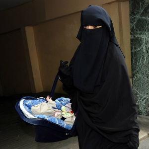 burkaklädd kvinna i Frankrike