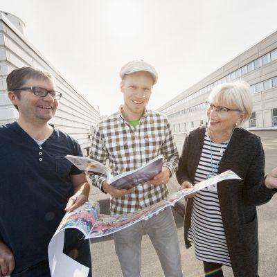 Ylen meteorologit Matti Huutonen, Toni Hellinen ja Seija Paasonen.