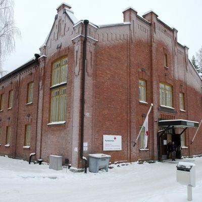 Punaisen Ristin Hennalan vastaanottokeskus.