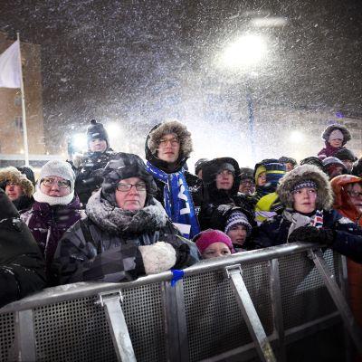 Yleisöä Lahden MM-hiihtokilpailujen avajaisissa 22. helmikuuta.