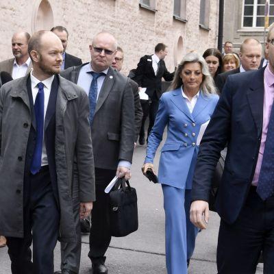 Perussuomalaisista uuteen ryhmään irtautuneita kansanedustajia.