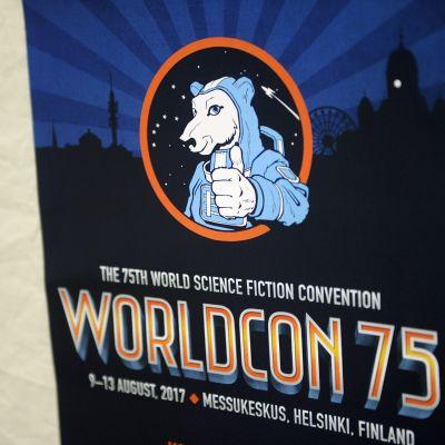 Worldcon-tapahtuman juliste Ropecon 2017 -roolipelitapahtumassa Helsingin Messukeskuksessa.