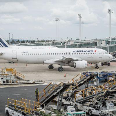 Lentokoneita Charles de Gaullen kentällä