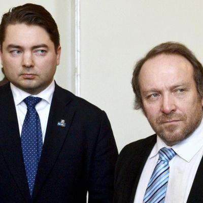 Ville Vähämäki ja Teuvo Hakkarainen .