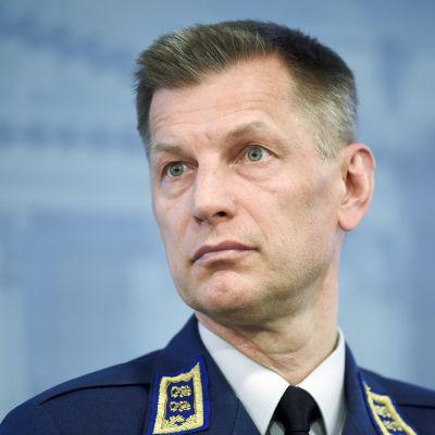 Ilmavoimien komentaja kenraalimajuri Sampo Eskelinen puolustusministeriön HX-hanketta käsittelevässä tiedotustilaisuudessa Helsingissä perjantaina 27. huhtikuuta 2018.
