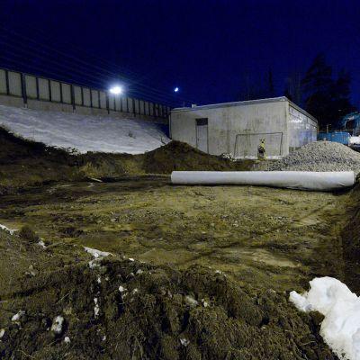 Helsingin Kulosaaressa sijaitsevalta rakennustyömaalta löytyi perjantaina sodanaikainen pommi.