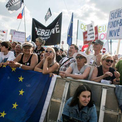 Mielenosoitus Prahassa.