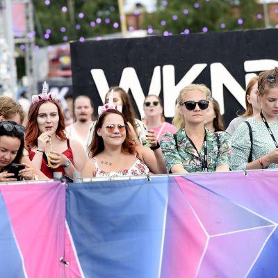 Yleisöä Weekend Festival 2019 -tapahtumassa Helsingissä.