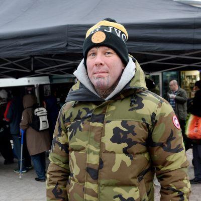 Moottoripyöräkerho MC Cannonball jakoi 1000 joulukinkkua ja -kalkkunaa ilmaiseksi Myllypuron metroaseman edessä Helsingissä 7. joulukuuta 2016.