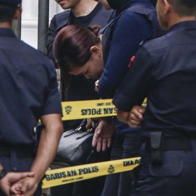 Siti Aisyah sekä poliiseja.