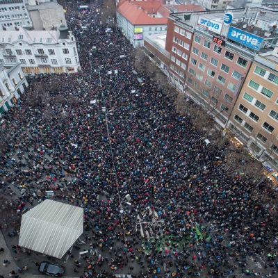 Mielenosoitukset Bratislavassa Slovakiassa perjantaina 9. maaliskuuta.