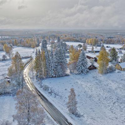 Ensilumi Joensuun Heinävaarassa 5.10.2019.