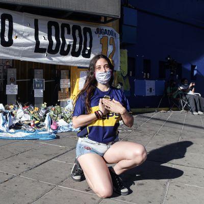 """Kosmetologi Dorina Palumbo on ollut Maradonan fani pikkutytöstä. """"Maradona on taistelutahdon ilmentymä"""", hän sanoo."""