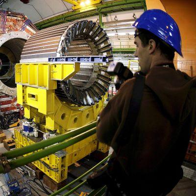 Myonitutkimukseen käytettävää laitteistoa CERNin tutkimuslaitoksessa Genevassa.