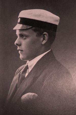 Ylioppilas Erik Hernberg 1917