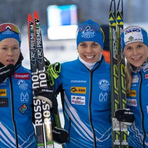 Arkivbild på Laura Mononen, Maija Hakala och Anni Kainulainen i Hämeenlinnan Hiihtoseura.