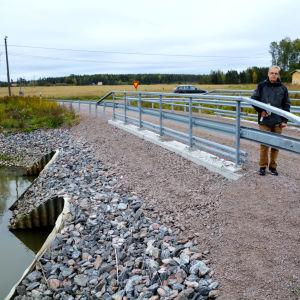 Bron i Andersby i korsningen Smiditåget-Hommansbyvägen