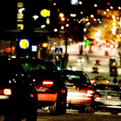 Liikennettä kaupungin keskustassa.