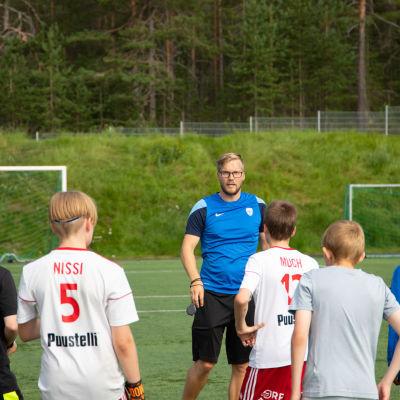 Lapin urheiluakatemian jalkapallovalmentaja Olli-Pekka Piisilä