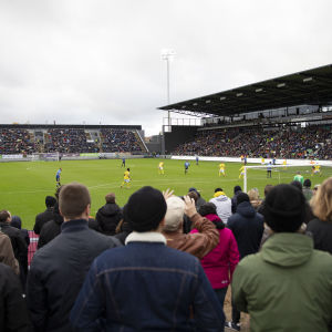 Veikkausliigan mestaruusottelu Kupittaan loppuunmyydyllä stadionilla