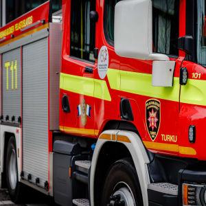 Varsinais-Suomen pelastuslaitoksen paloauto.