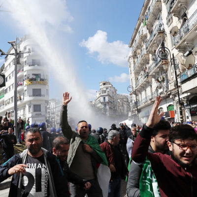 Demonstration på gata i Algeriet.