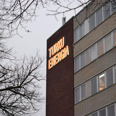 Turku Energian toimitilat ulkoa kuvattuna.