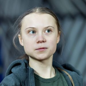 Greta Thunberg saapumassa kokoukseen EU:n ympäristöministereiden kanssa Brysselissä maaliskuussa 2020.