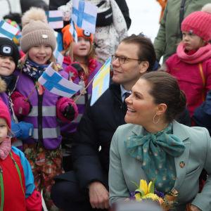 Kruununprinsessa Victoria ja prinssi Daniel vierailulla Ruotsin Pellossa.