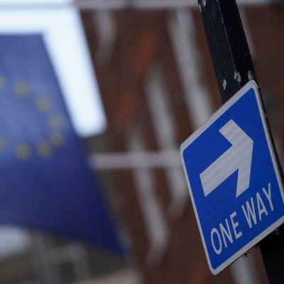 EU:n lippu roikkui Lontoossa päivää ennen siirtymäajan loppumista.
