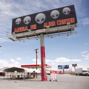 Alue 51:llä Nevadassa sijaitseva huoltoasema.
