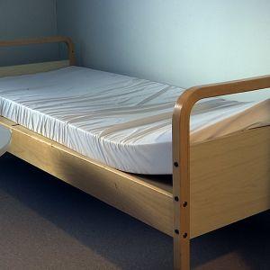 Asunnottoman sänky asumispäivystyksessä