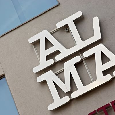 Alma median logo.