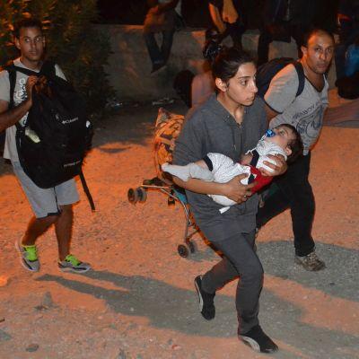 Pakolaiset pakenevat tulipaloa.