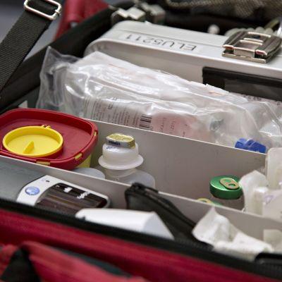 Lääkelaukku ambulanssissa.