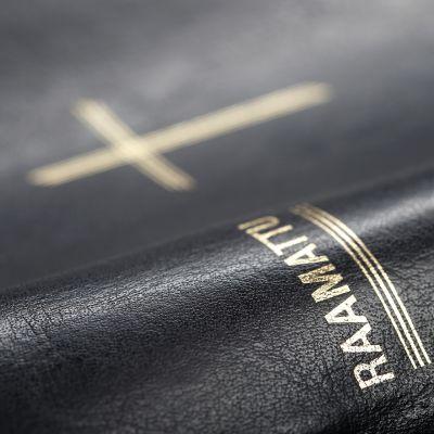 Raamattu.