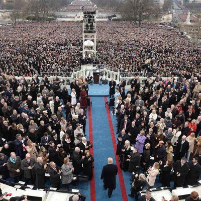 Donald Trump saapui vannomaan valansa Washingtonissa perjantaina.