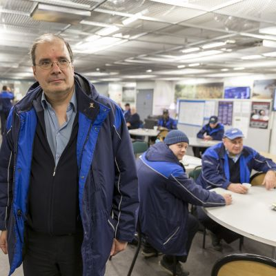 JHL:n asiamies Tommi Salovaara Ruskeasuon varikon taukohuoneella.