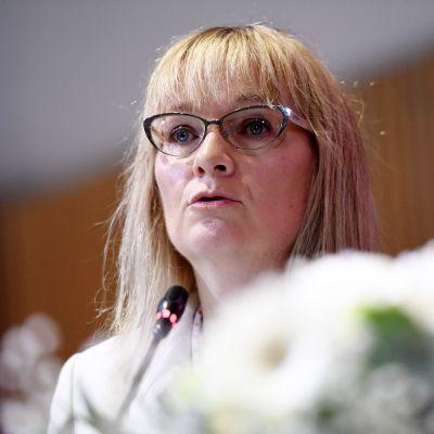 Päivi Niemi-Laine valittiin Julkisten ja hyvinvointialojen liiton JHL:n puheenjohtajaksi.