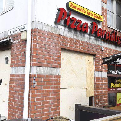 Pizzeriassa syttyi sunnuntai-iltana tulipalo, joka oli polttopulloisku kertoo poliisi.